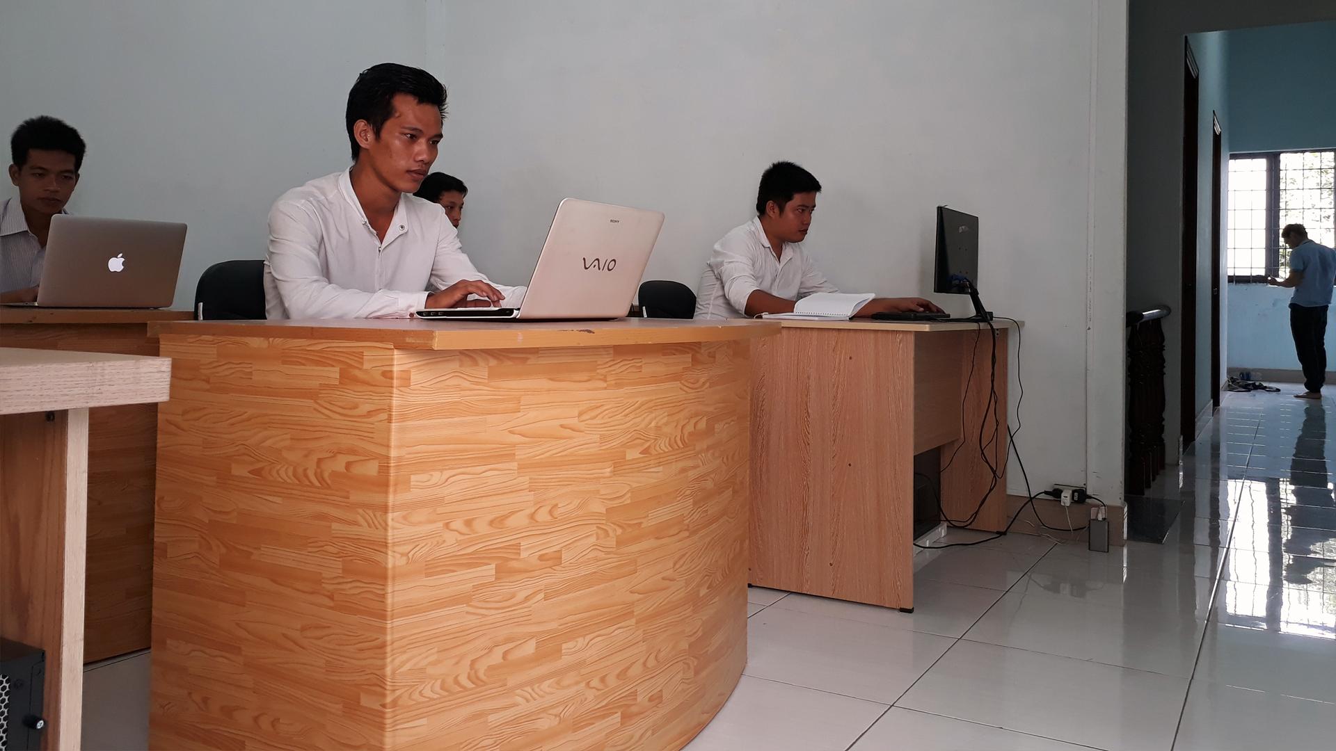 Đội ngũ nhân viên chăm sóc khách hàng